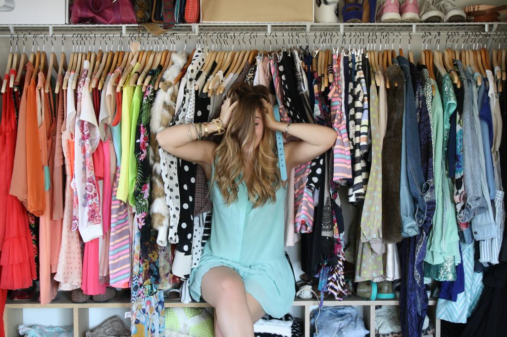 8 WAYS TO TELL IF YOU ARE STUCK IN A STYLE RUT & 8 WAYS TO MOVE OUT OF IT!